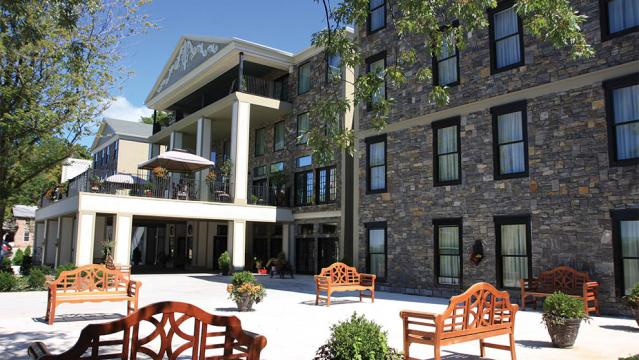 10 Best Hotels In Niagara Falls Depending On Your Needs