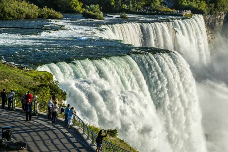 main falls attraction at niagara falls usa