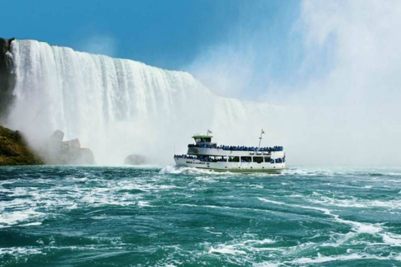 maid of the mist ferry boat attraction
